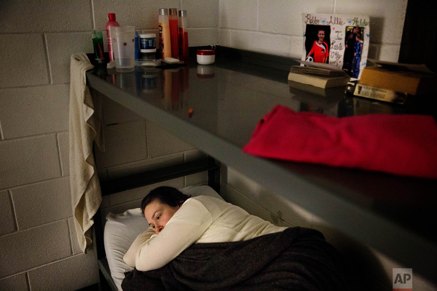 Krystle Sweat lies in bed before falling asleep in her cell at the Campbell County Jail in Jacksboro, Tenn., Monday, April 23, 2018. (AP Photo/David Goldman)