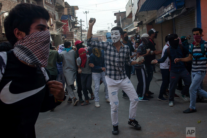 Kashmiri Protesters face policemen in Srinagar, Indian controlled Kashmir, Friday, June 1, 2018.  (AP Photo/Dar Yasin)