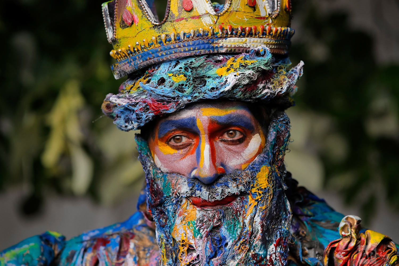 Marta Teresa da Rocha, of Spain's Alucinarte Animacion Teatral walks in a park before performing in the Living Statues International Festival, in Bucharest, Romania on Sunday, May 27, 2018.(AP Photo/Vadim Ghirda)