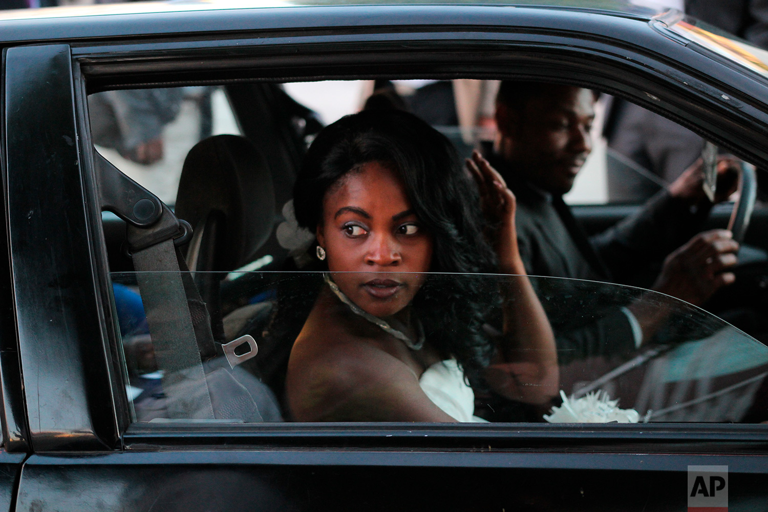 A newly-wedded bride and her friends head to an after-party in Tijuana, Mexico, May 5, 2018. (AP Photo/Emilio Espejel)