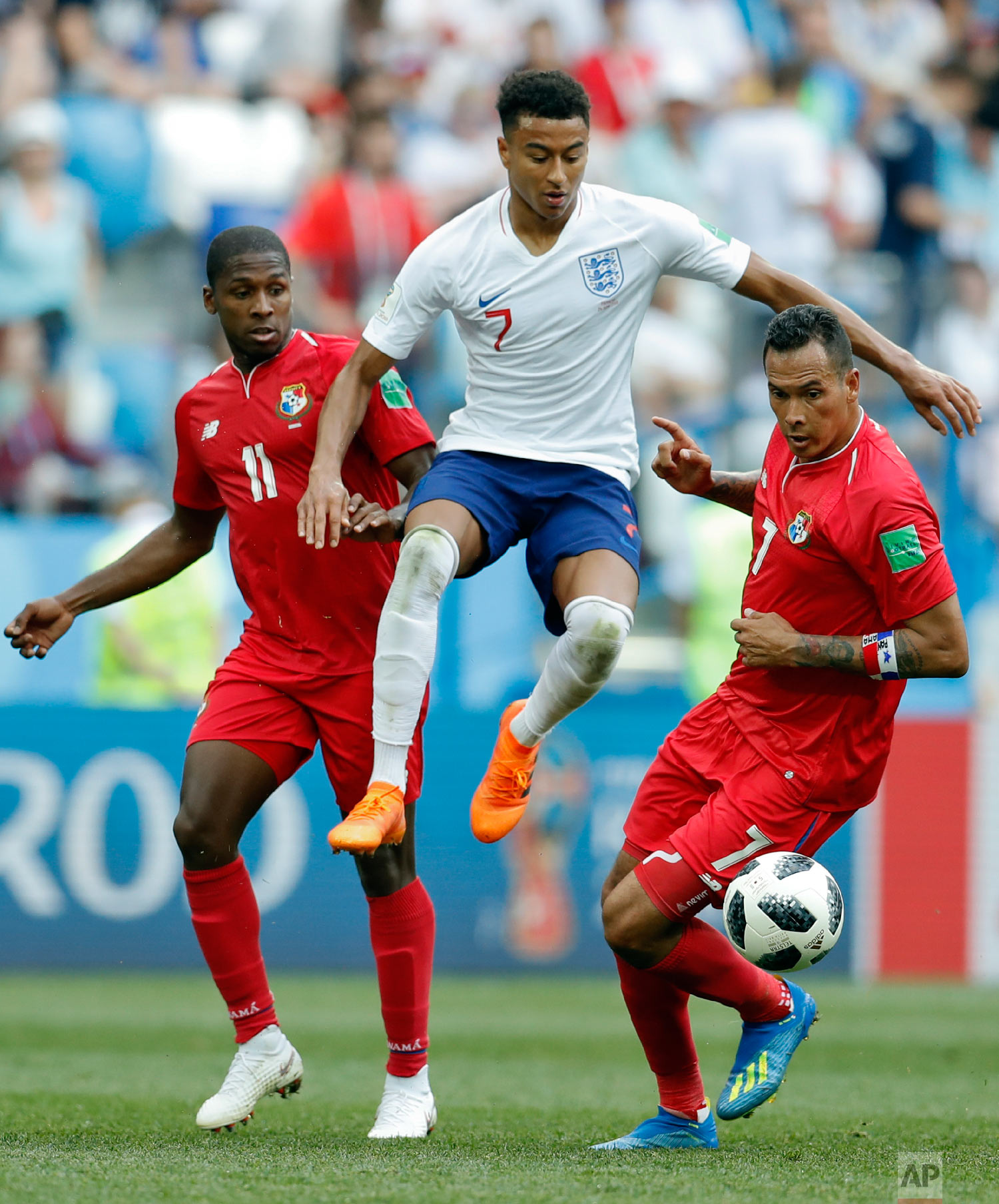 England's Jesse Lingard makes his way between Panama's Armando Cooper, left, and Panama's Blas Perez during the group G match between England and Panama at the 2018 soccer World Cup at the Nizhny Novgorod Stadium in Nizhny Novgorod , Russia, Sunday, June 24, 2018. (AP Photo/Antonio Calanni)