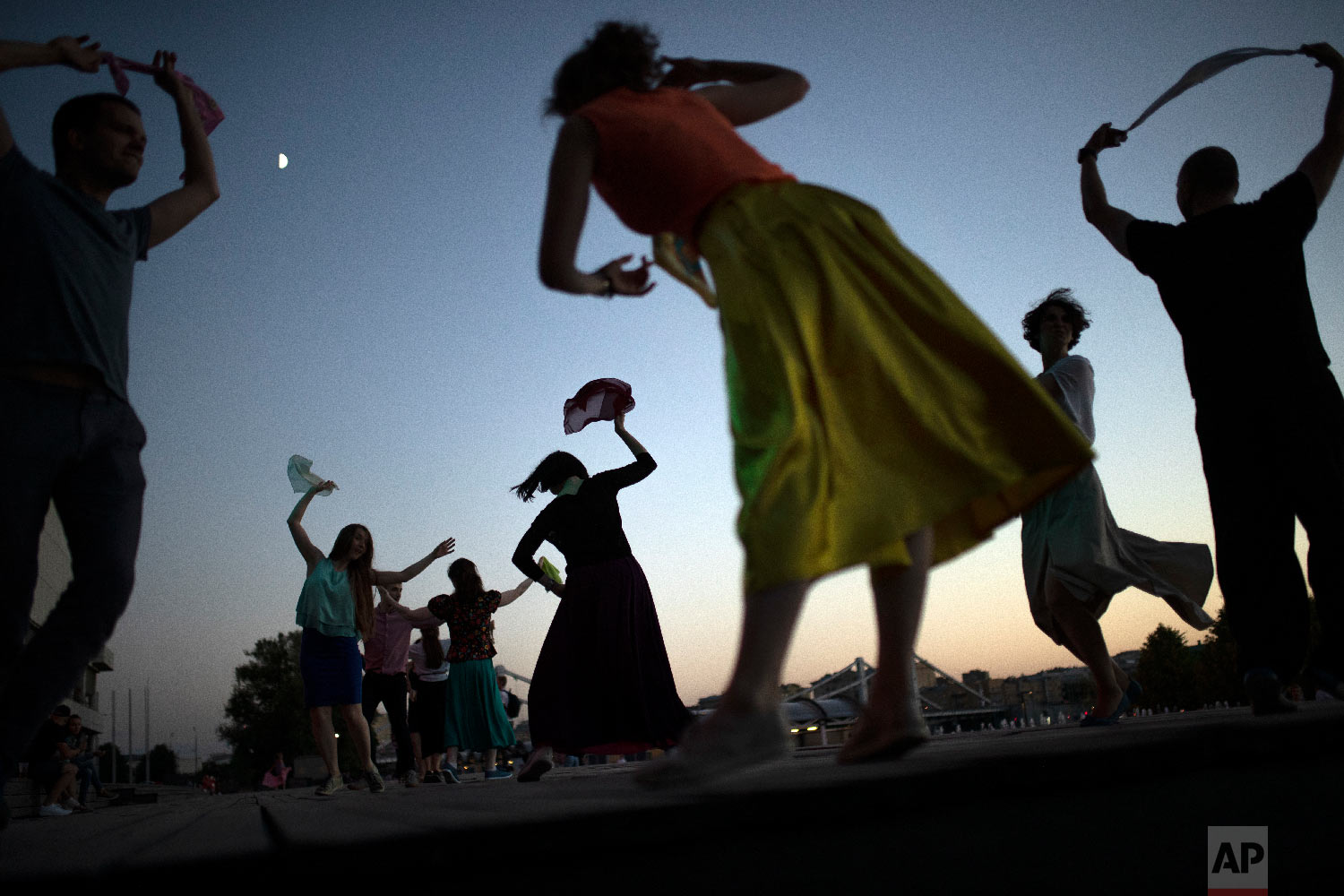 People perform Argentinian dances at the Moskva riverside in Moscow, Russia on June 20, 2018. (AP Photo/Francisco Seco)