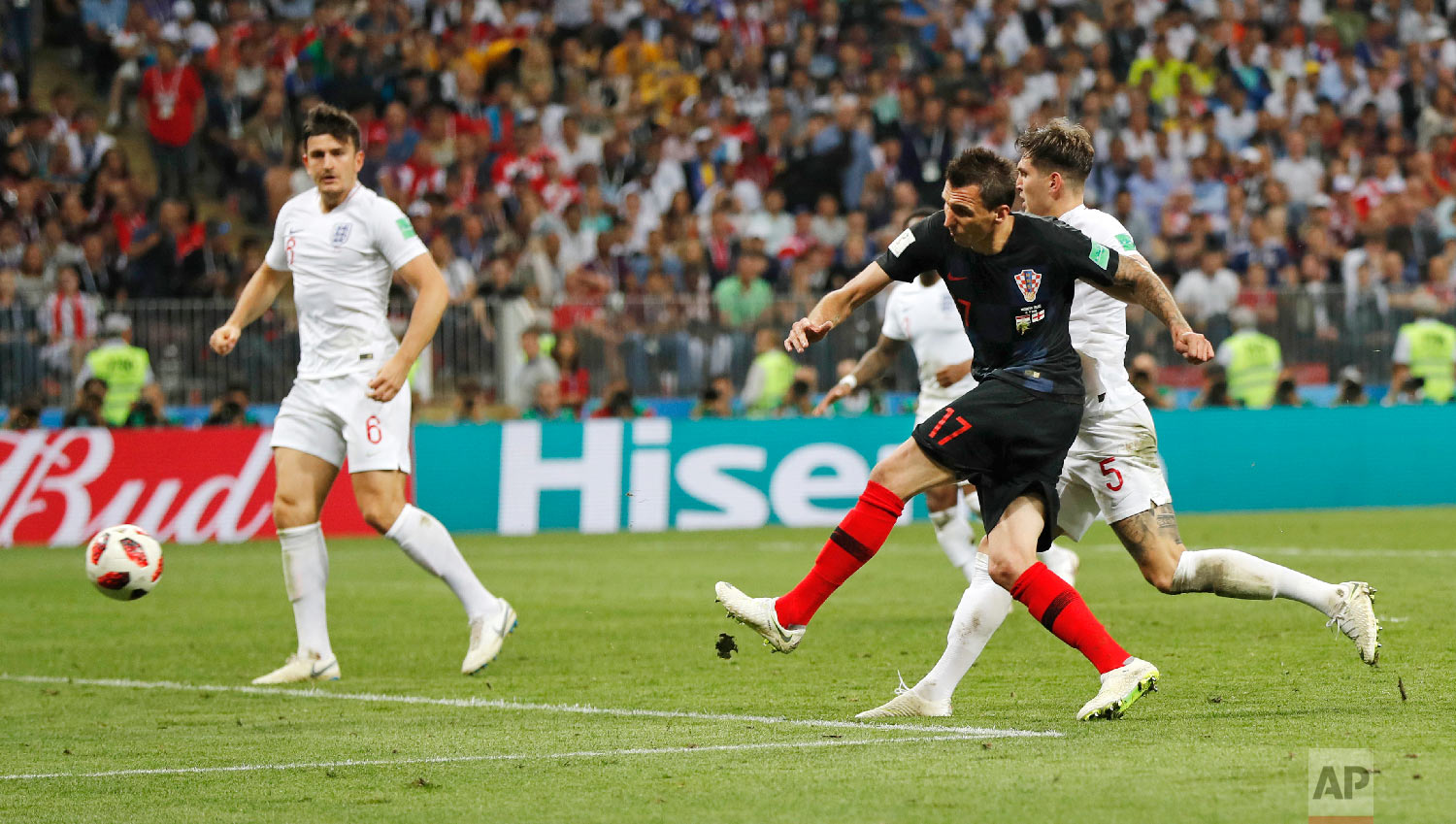 Croatia's Mario Mandzukic, second right, scores his side's second goal during the semifinal match between Croatia and England at the 2018 soccer World Cup in the Luzhniki Stadium in Moscow, Russia, Wednesday, July 11, 2018. (AP Photo/Frank Augstein)