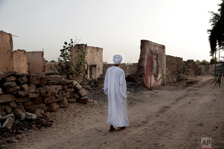 "Sheikh Mohammed walks near his home in the ""tahgeer"" Eneiba village, northern Aswan, Egypt. (AP Photo/Nariman El-Mofty)"