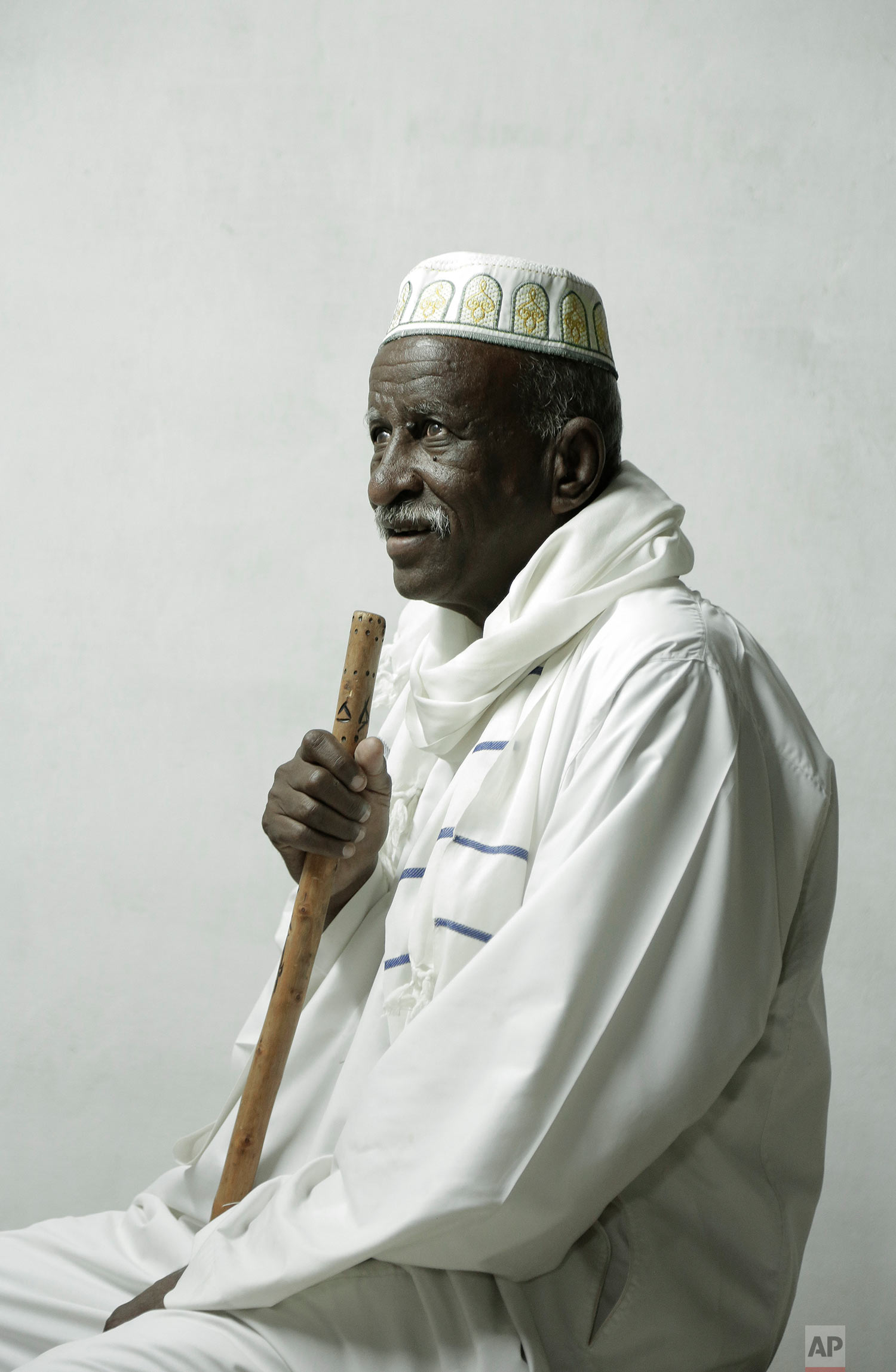 77 year-old Mohammed Youssef poses for a photograph, Aswan, Egypt. (AP Photo/Nariman El-Mofty)
