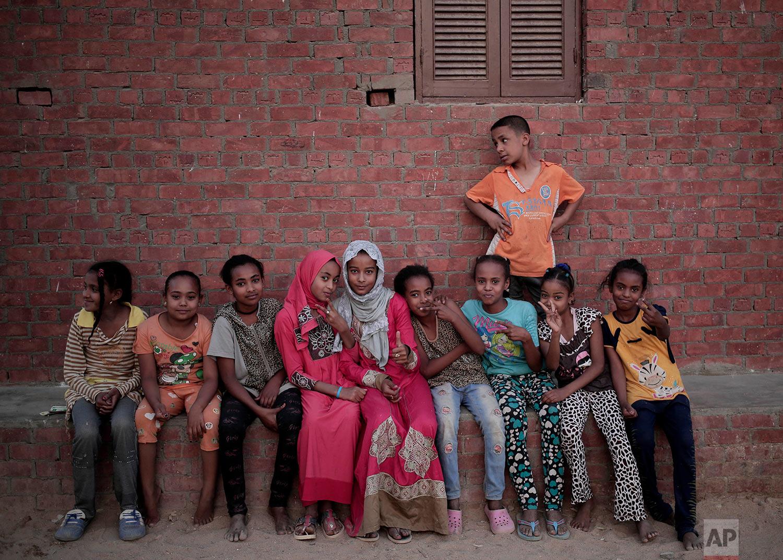 "Nubian children pose for photograph in the ""tahgeer"" Eneiba village, northern Aswan, Egypt. (AP Photo/Nariman El-Mofty)"