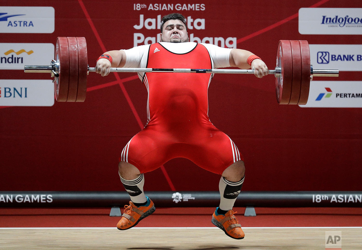 Pakistan's Muhammad Nooh Butt compete at the men's +105kg weightlifting at the 18th Asian Games in Jakarta, Indonesia, Monday, Aug. 27, 2018. (AP Photo/Aaron Favila)