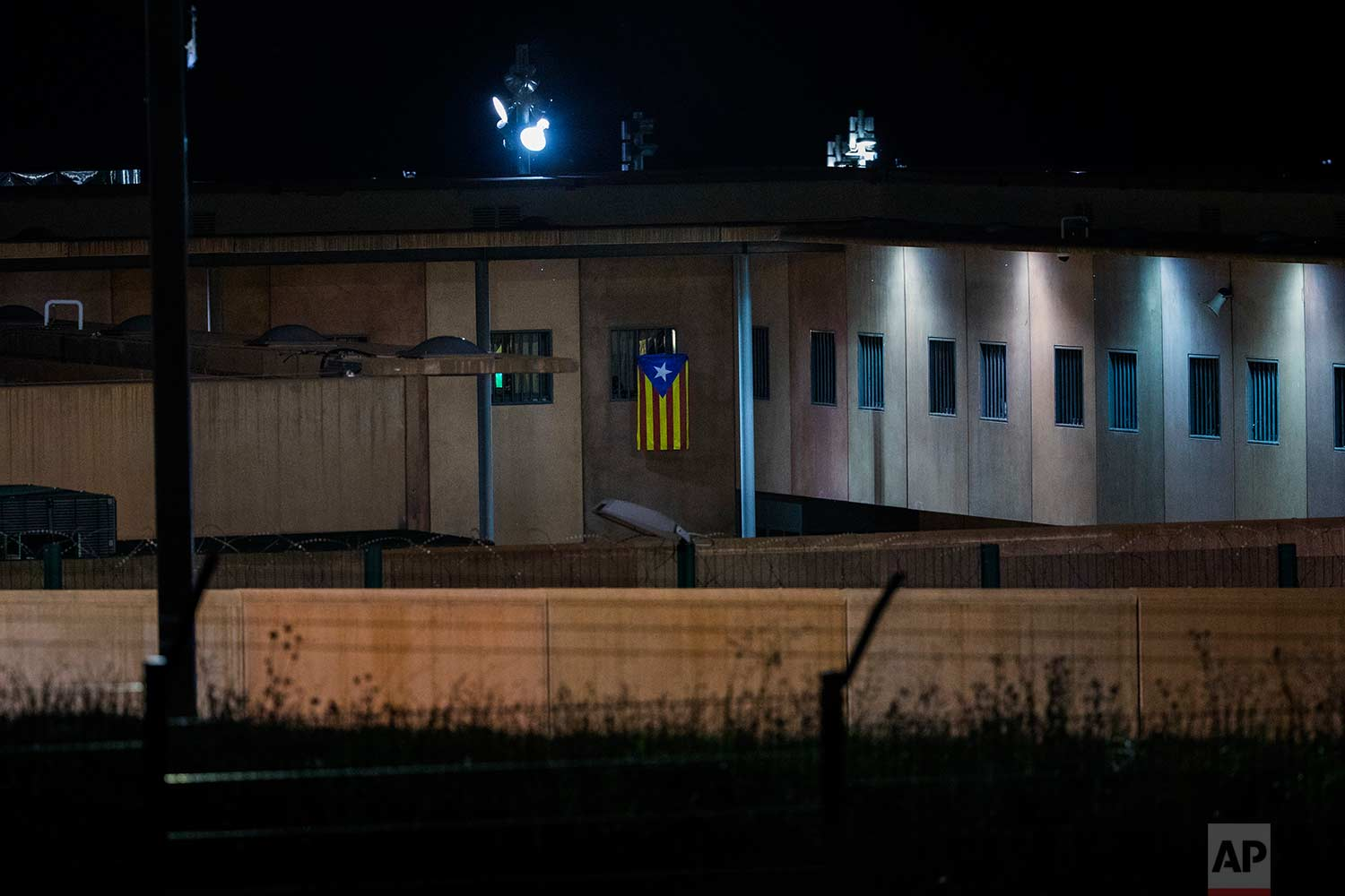 "In this Tuesday, Sept. 18, 2018 photo, an ""estelada"" or independence flag, is waved from the window of a cell in Lledoners prison, in Sant Joan de Vilatorrada, about 50 kilometres away from Barcelona, Spain. (AP Photo/Emilio Morenatti)"