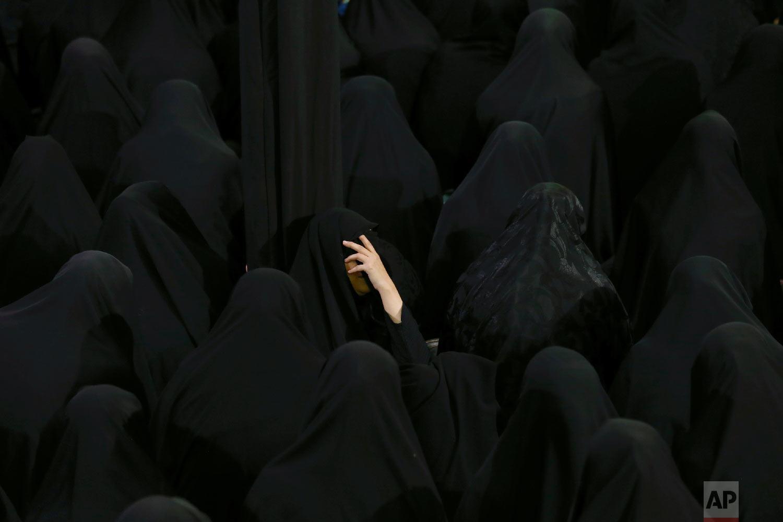Muslim Shiite women mourn during the holy day of Ashoura, at the Sadat Akhavi Mosque in Tehran, Iran, Sept 20, 2018. (AP Photo/Ebrahim Noroozi)