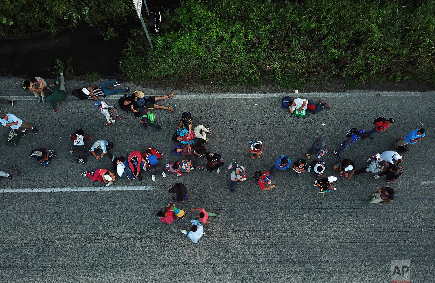Central American migrants traveling with a caravan to the U.S. make their way to Pijijiapan, Mexico, Thursday, Oct. 25, 2018. (AP Photo/Rodrigo Abd)