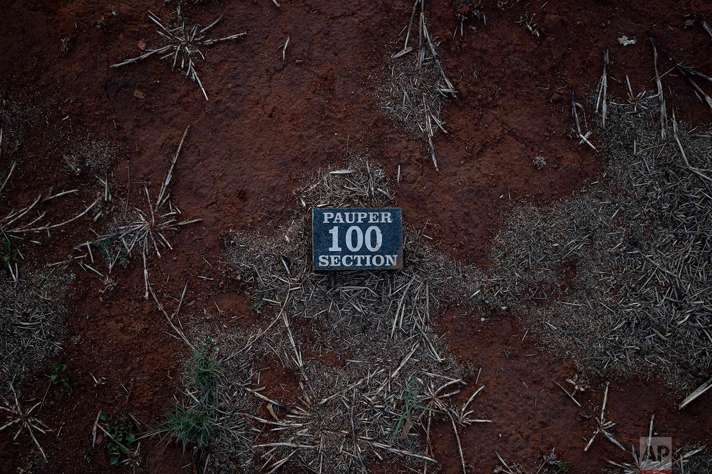 "This Wednesday, Oct. 3, 2018 photo shows a ""pauper"" grave at the Olifantsvlei cemetery outside Johannesburg. (AP Photo/Bram Janssen)"