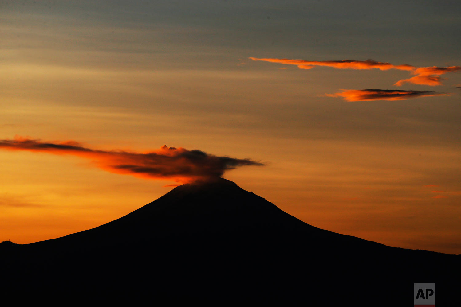 """A plume of ash and steam rise from the Popocatepetl volcano, seen from Mexico City, Oct. 15, 2018. The volcano known as """"Don Goyo"""" has been active since 1994. (AP Photo/Marco Ugarte)"""