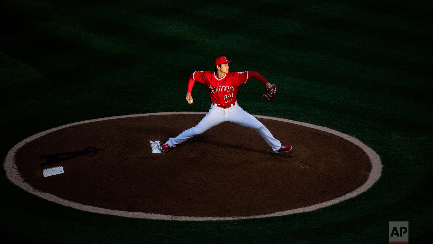 Los Angeles Angels starting pitcher Shohei Ohtani winds up during the first inning of the team's baseball game against the Kansas City Royals in Anaheim, Calif., on June 6, 2018. (AP Photo/Kyusung Gong)
