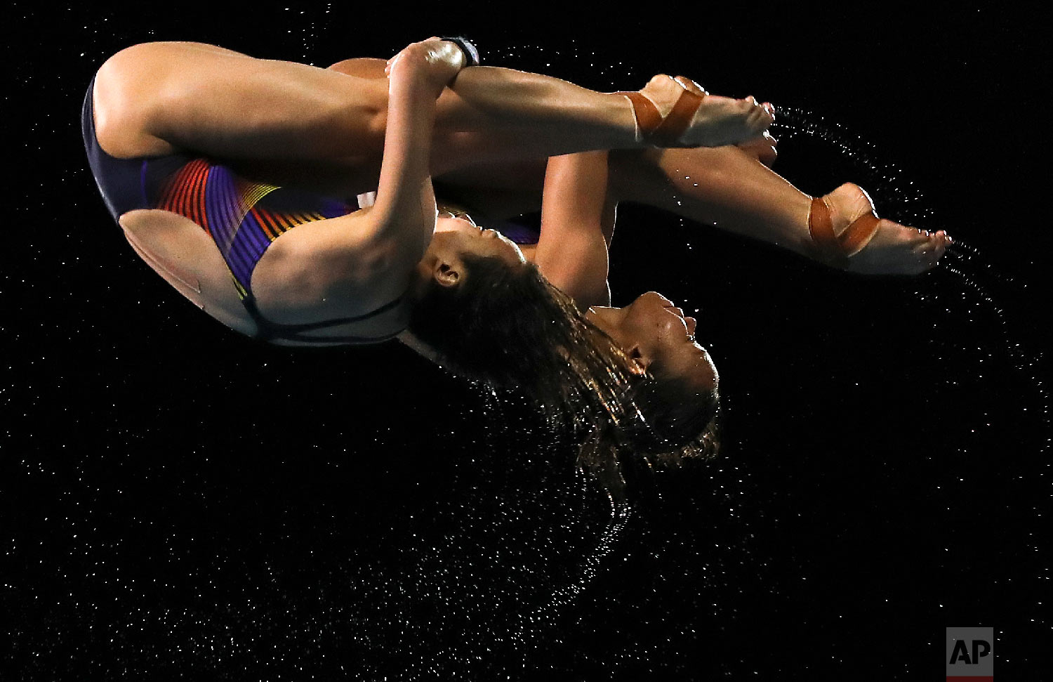 Malaysia's Jun Hoong Cheong and Pandelela Rinong Pamg dives on their way to winning gold in the women's synchronised 10m platform final at the Aquatic Centre during the 2018 Commonwealth Games on the Gold Coast, Australia, Wednesday, April 11, 2018. (AP Photo/Rick Rycroft)