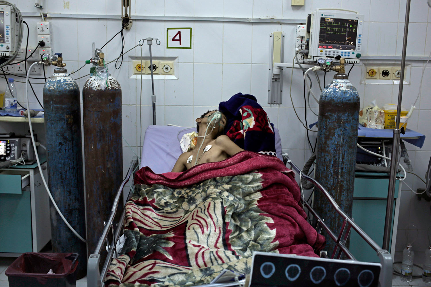 In this July 28, 2018 photo, 20 year-old Sakr Abd Mohammed, who suffer after a car accident rests in the ICU, at the General Hospital in Marib, Yemen, (AP Photo/Nariman El-Mofty)