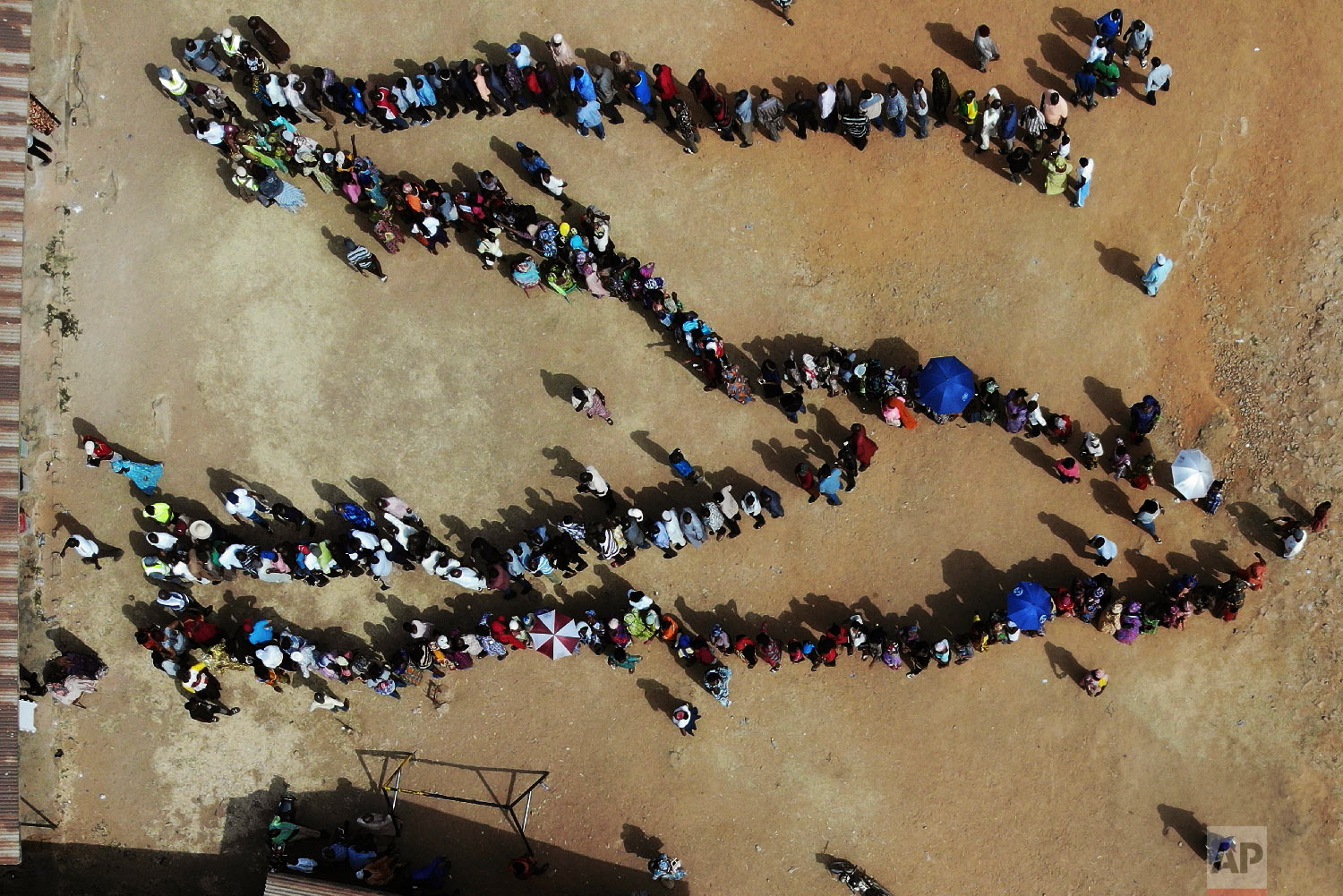 Nigerians line up to vote at the Narayi primary school in Kaduna, Nigeria, Feb. 23, 2019. (AP Photo/Jerome Delay)
