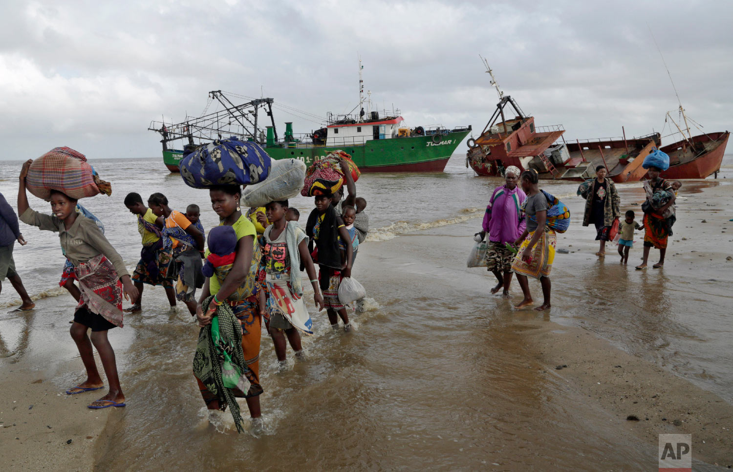 Displaced families arrive after being rescued by boat from a flooded area of Buzi district, 200 kilometers (120 miles) outside Beira, Mozambique, on Saturday, March 23, 2019. (AP Photo/Themba Hadebe)