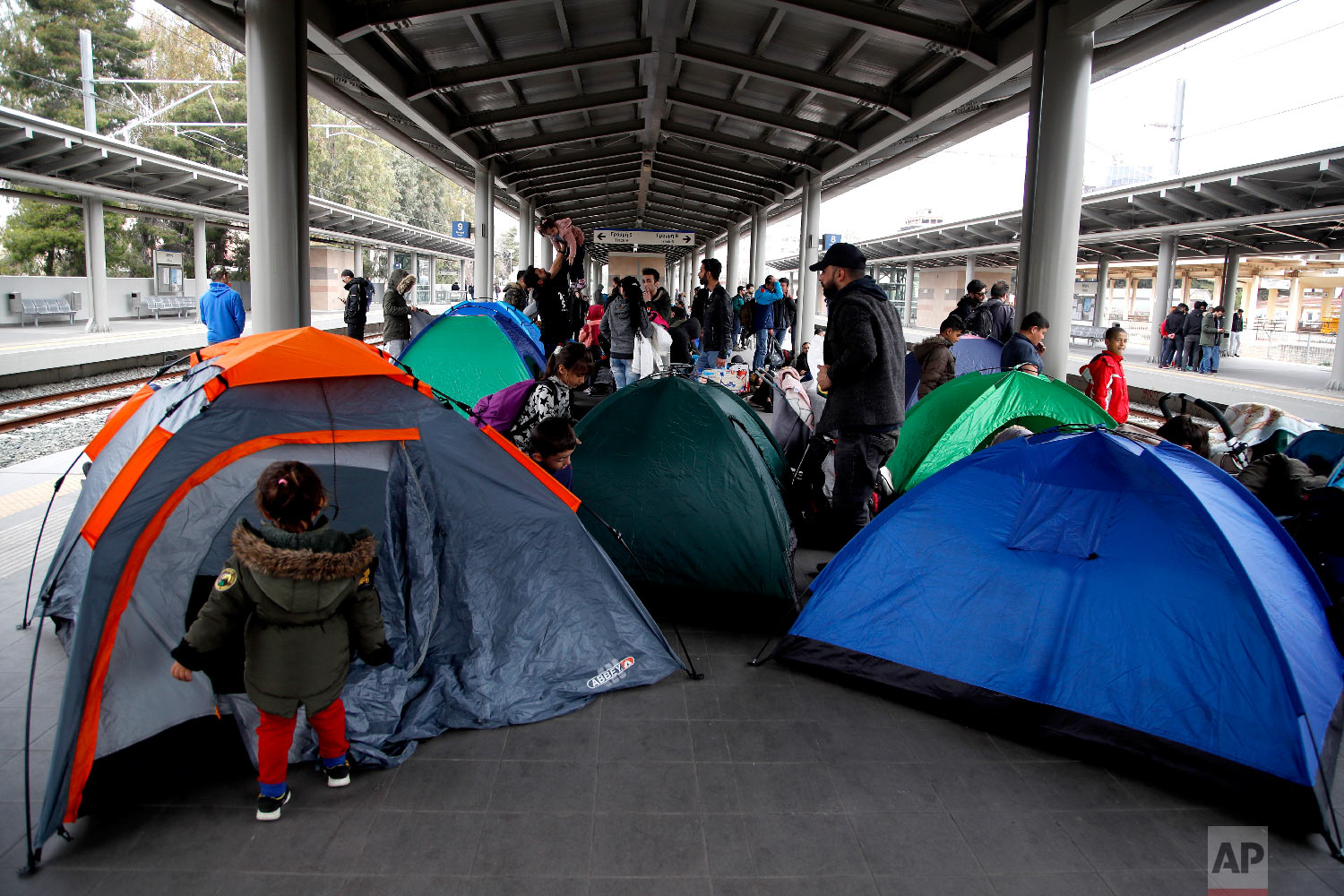 Migrants set up their tents as they blocked the Larissis main rail station in Athens, Friday, April 5, 2019. (AP Photo/Thanassis Stavrakis)