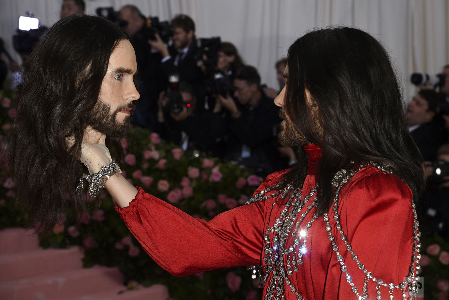 "Jared Leto, holding a model of his own head, arrives for the The Metropolitan Museum of Art's Costume Institute benefit gala celebrating the opening of the ""Camp: Notes on Fashion"" exhibition on Monday, May 6, 2019, in New York. (Photo by Evan Agostini/Invision/AP)"