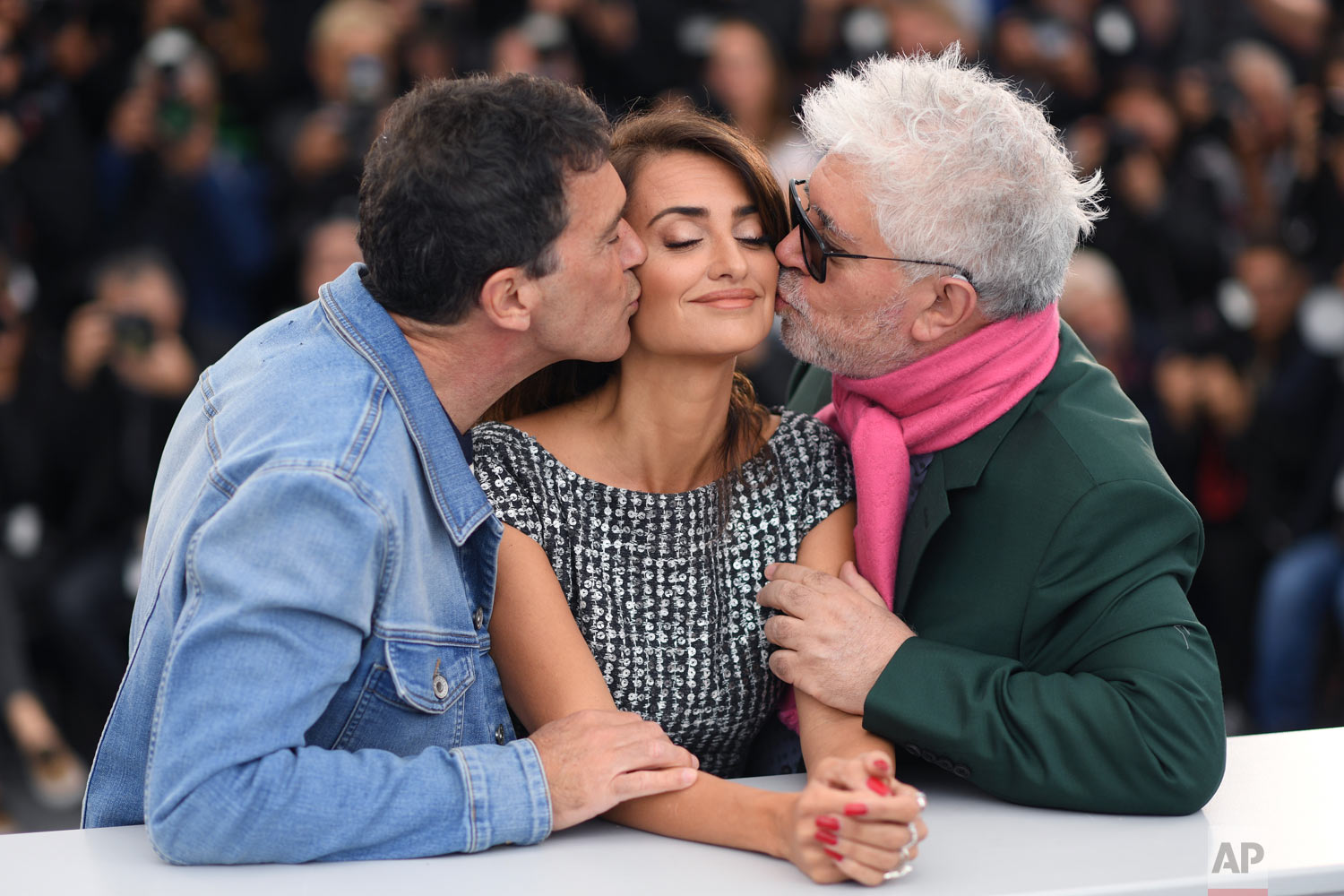 Actors Antonio Banderas, from left, Penelope Cruz and director Pedro Almodovar pose for photographers at the photo call for the film 'Pain and Glory' at the 72nd international film festival, Cannes, southern France, May 18, 2019. (Photo by Arthur Mola/Invision/AP)