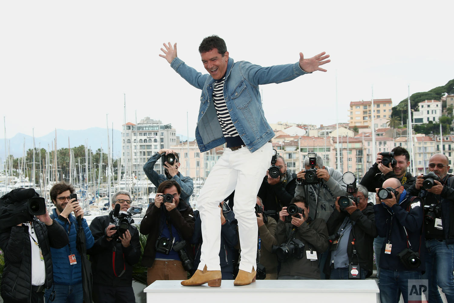 Actor Antonio Banderas poses for photographers at the photo call for the film 'Pain and Glory' at the 72nd international film festival, Cannes, southern France, May 18, 2019. (Photo by Joel C Ryan/Invision/AP)