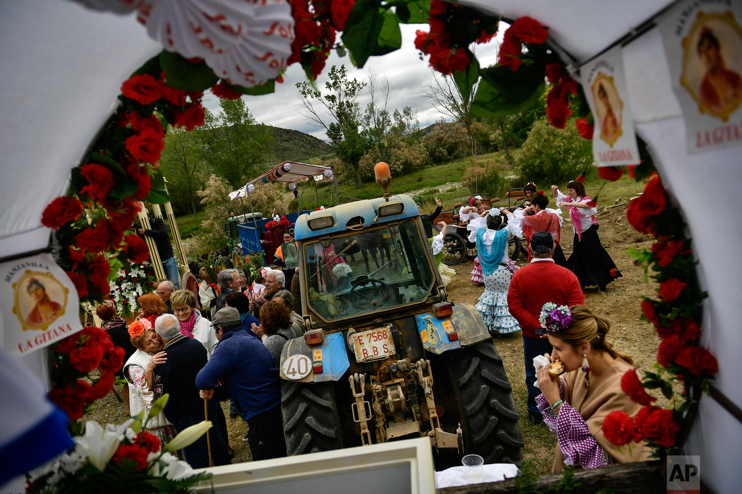 "Devotees of the Rocio Virgin take part in the ""Romeria de El Rocio"" in the countryside outside Fitero, northern Spain, May 25, 2019. (AP Photo/Alvaro Barrientos)"