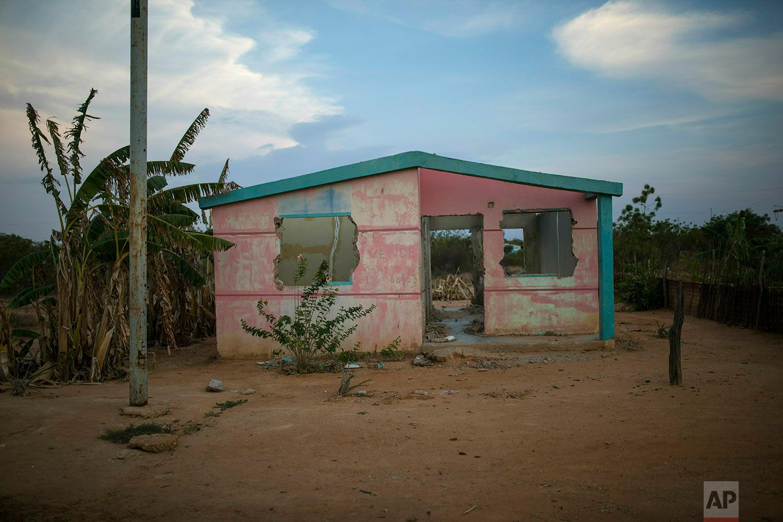 A deteriorated home sits abandoned in Villa Esperanza neighborhood on the outskirts of Maracaibo, Venezuela, May 15, 2019. (AP Photo/Rodrigo Abd)
