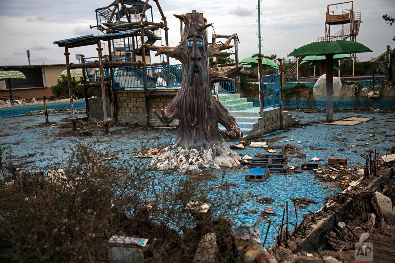 "A theme-pool lays in ruins at an abandoned amusement park coined ""Diversions Grano de Oro"" in Maracaibo, Venezuela, May 23, 2019. (AP Photo/Rodrigo Abd)"