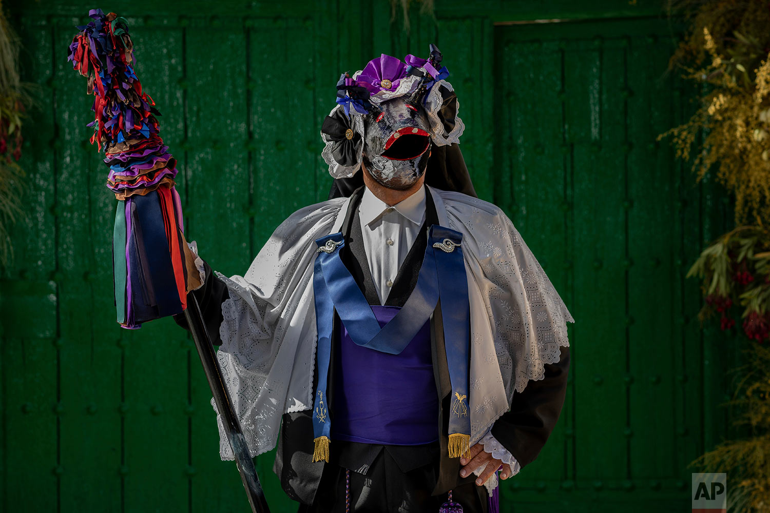 "In this Thursday, June 20, 2019 photo, portrait of a member of the ""Hermandad del santísimo sacramento pecados y danzantes"" brotherhood in Camunas, central Spain. (AP Photo/Bernat Armangue)"