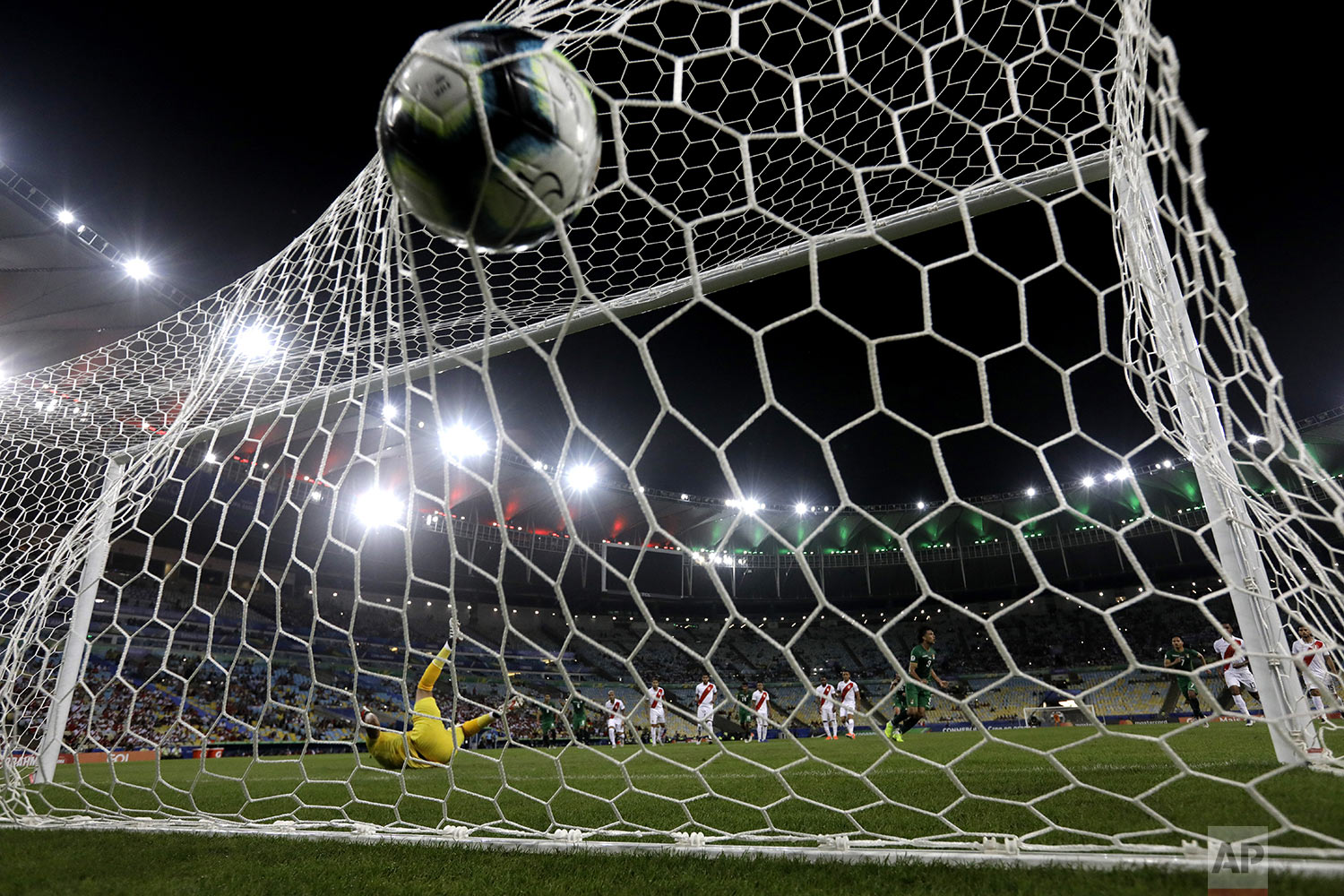 Bolivia's Marcelo Martins Moreno scores the opening goal from the penalty spot against Peru during a Copa America Group A soccer match at Maracana stadium in Rio de Janeiro, Brazil, Tuesday, June 18, 2019. Peru won  3-1. (AP Photo/Leo Correa)