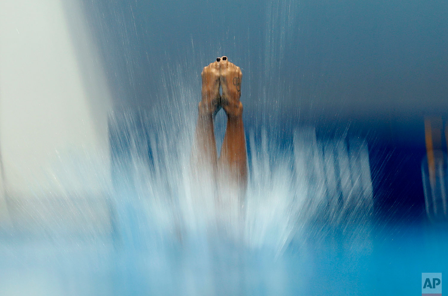 Canada's Jennifer Abel performs her routine in the women's 3m springboard diving event at the World Swimming Championships in Gwangju, South Korea, Thursday, July 18, 2019. (AP Photo/Lee Jin-man )