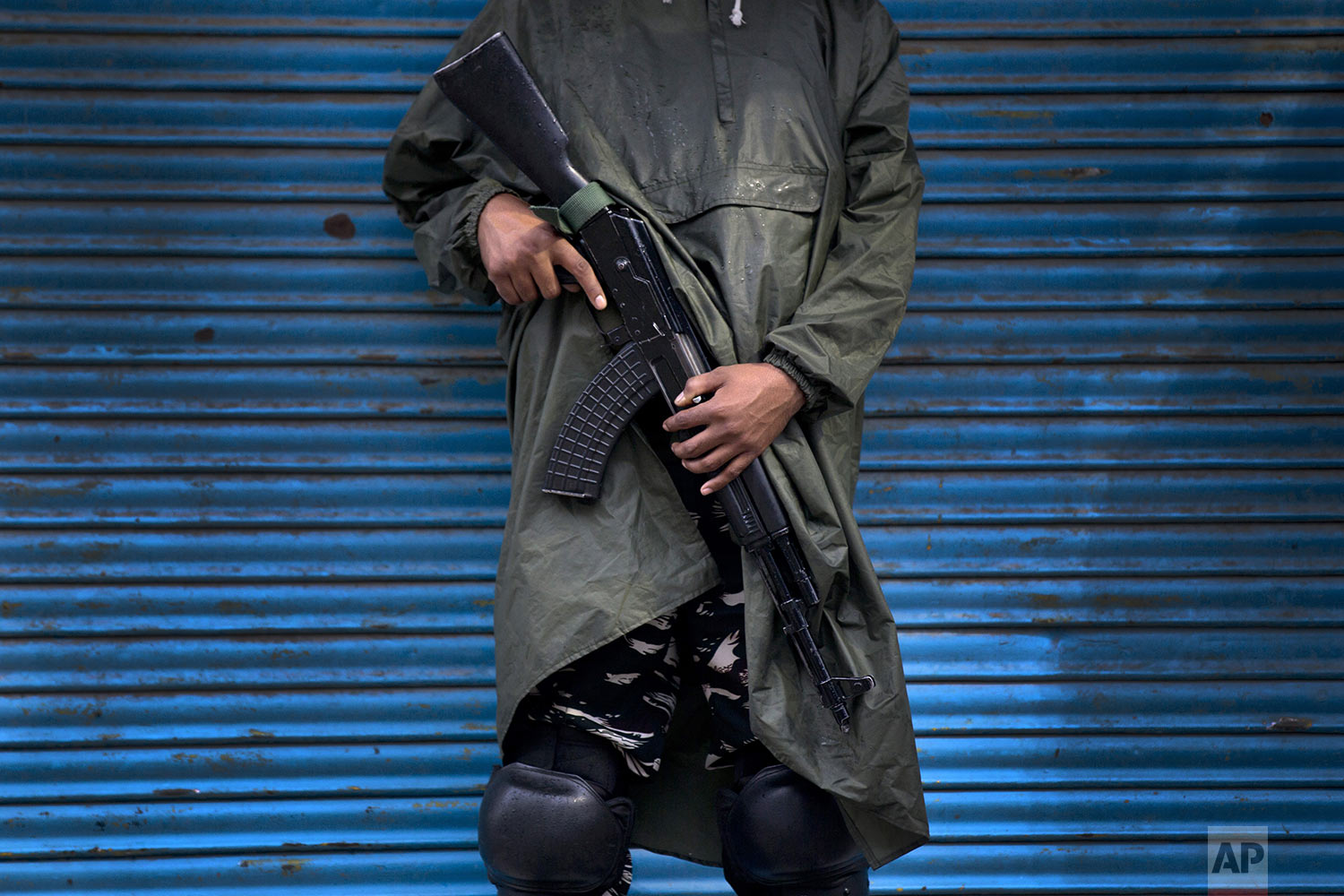 An Indian paramilitary soldier stands guard during security lockdown in Srinagar, Indian controlled Kashmir, Wednesday, Aug. 14, 2019. (AP Photo/ Dar Yasin)