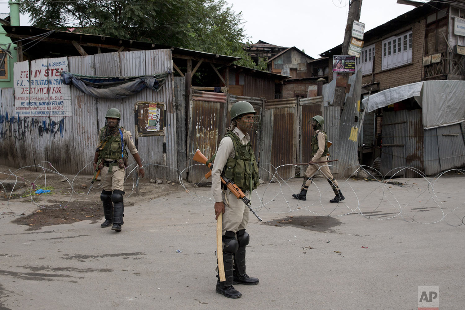 Indian paramilitary soldiers stand guard during security lockdown in Srinagar, Indian controlled Kashmir, Sunday, Aug. 18, 2019. (AP Photo/ Dar Yasin)