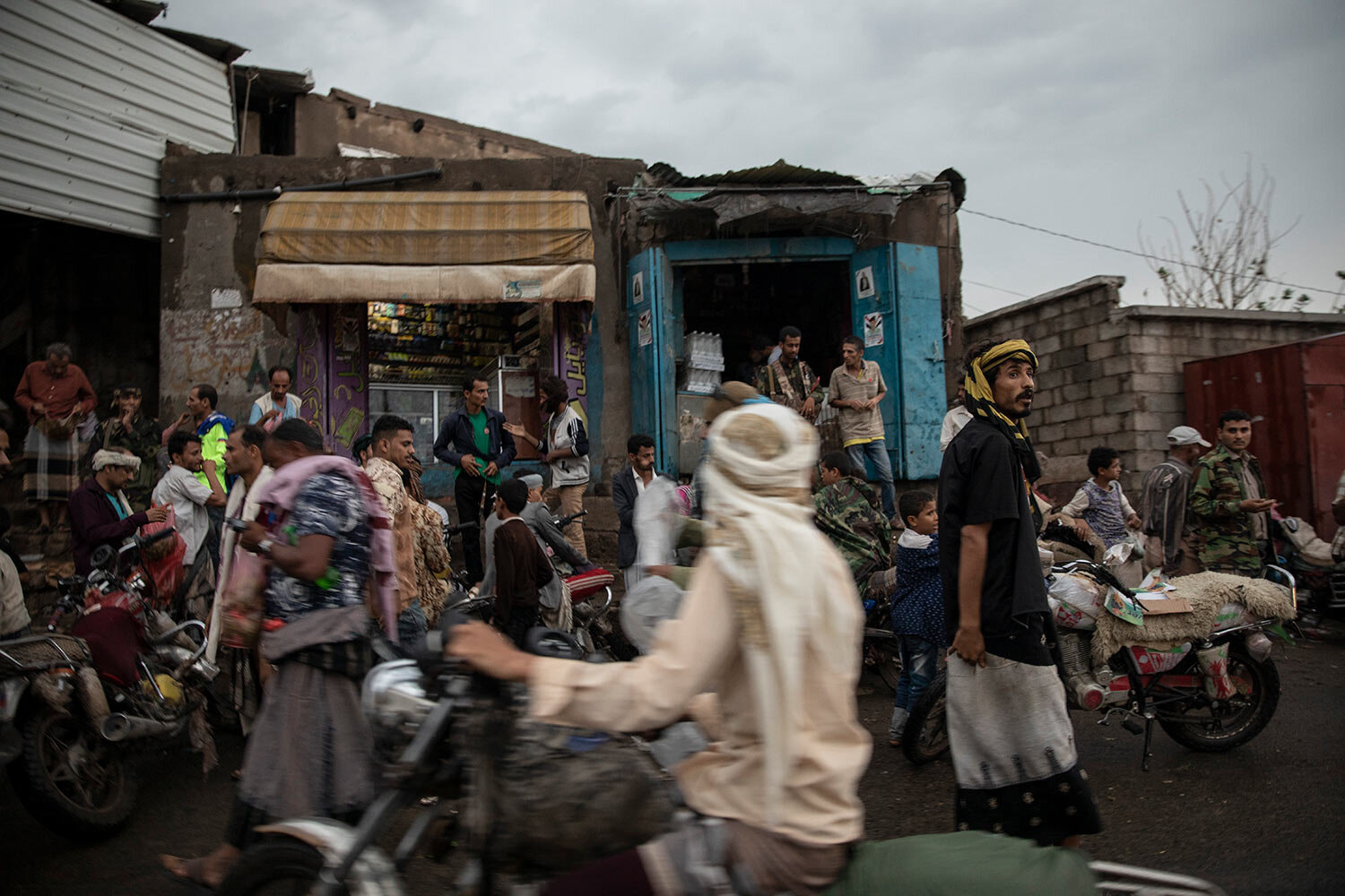 People gather at a market in Dhale province, in Yemen. (AP Photo/Nariman El-Mofty)
