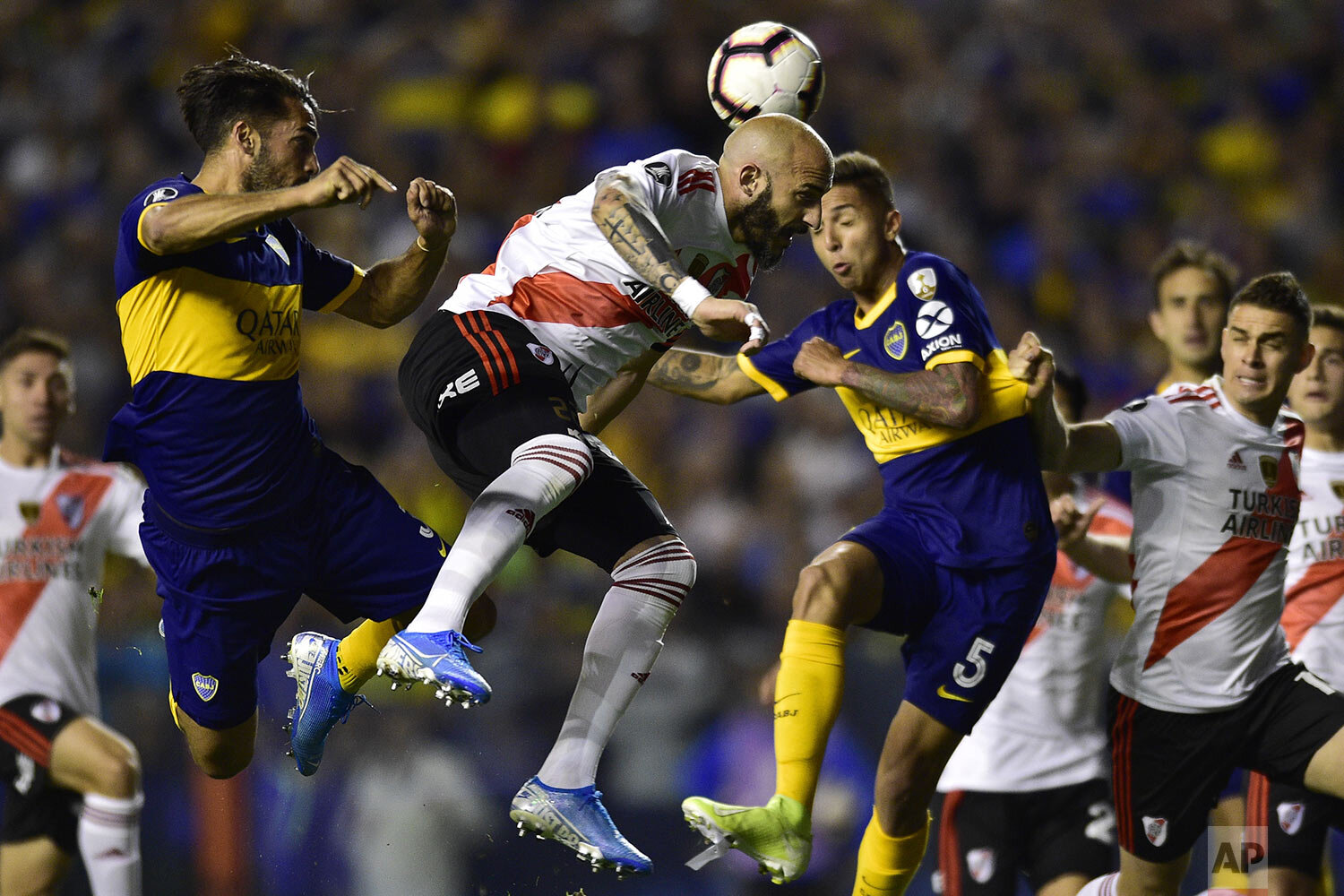 Javier Pinola of River Plate heads the ball during a Copa Libertadores semifinal second leg soccer match against Boca Juniors at La Bombonera stadium in Buenos Aires, Argentina, Tuesday, Oct. 22, 2019. (AP Photo/Gustavo Garello)