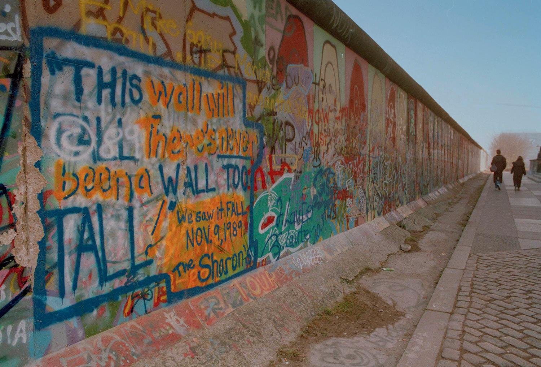 People walk along the Berlin Wall near Potsdamer Platz on the West Berlin side, Nov. 17, 1989. (AP Photo/John Gaps III)