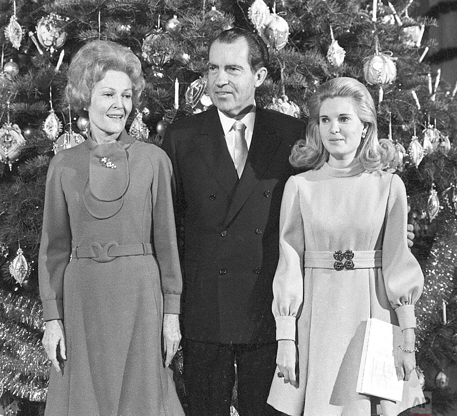 Julie And Pat Nixon S: I'm Dreaming Of A White House Christmas