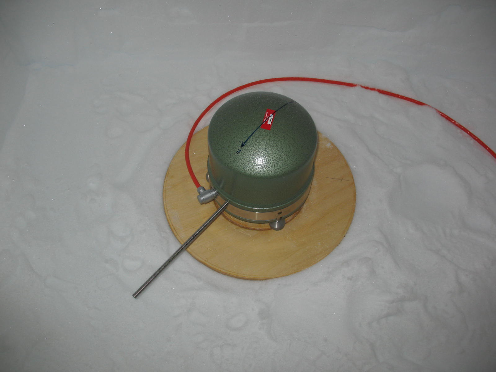 The broadband seismometer is installed on a wooden plate and is very sensitive to tilting. Due to the soft underground regular re-leveling is required. The sensor needs to be covered by various insulation layers.
