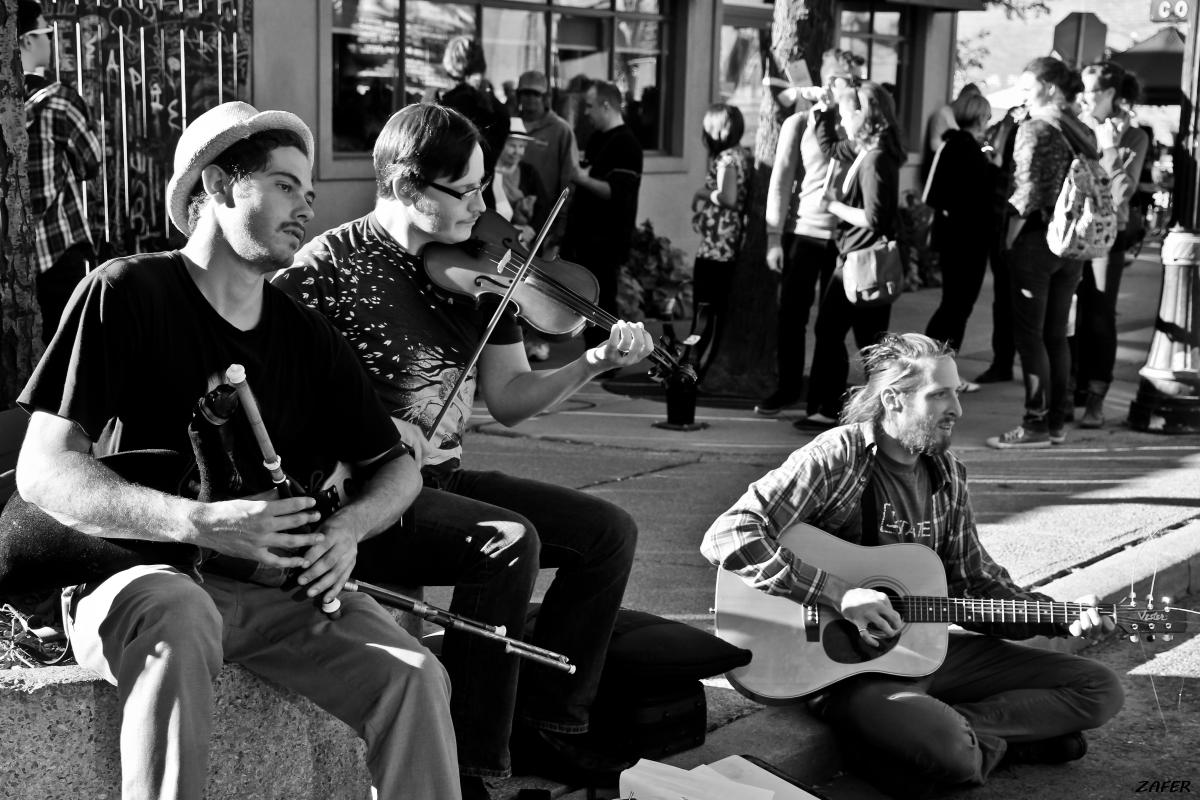 busking boys violin on James 1sm.jpg