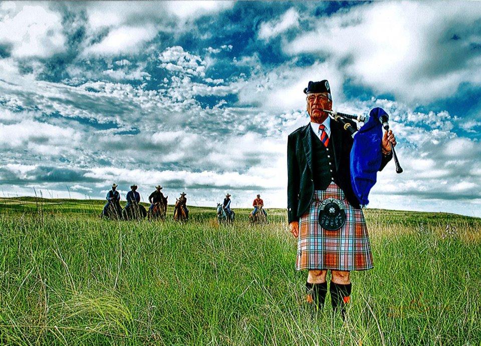 tom_denham_and_horses_on_the_sandhills.jpg