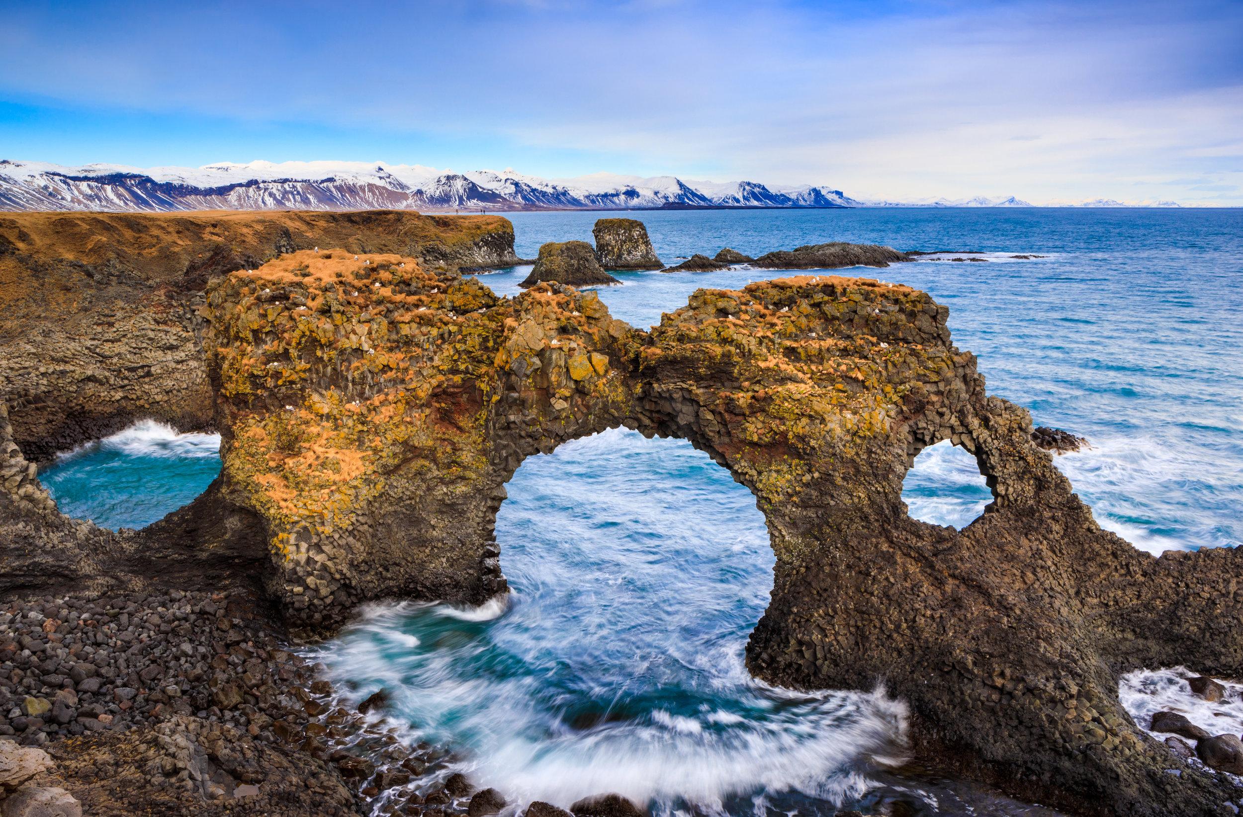 natural-rock-gate-in-arnarstapi-snafellsnes-PL2QVVG.jpg