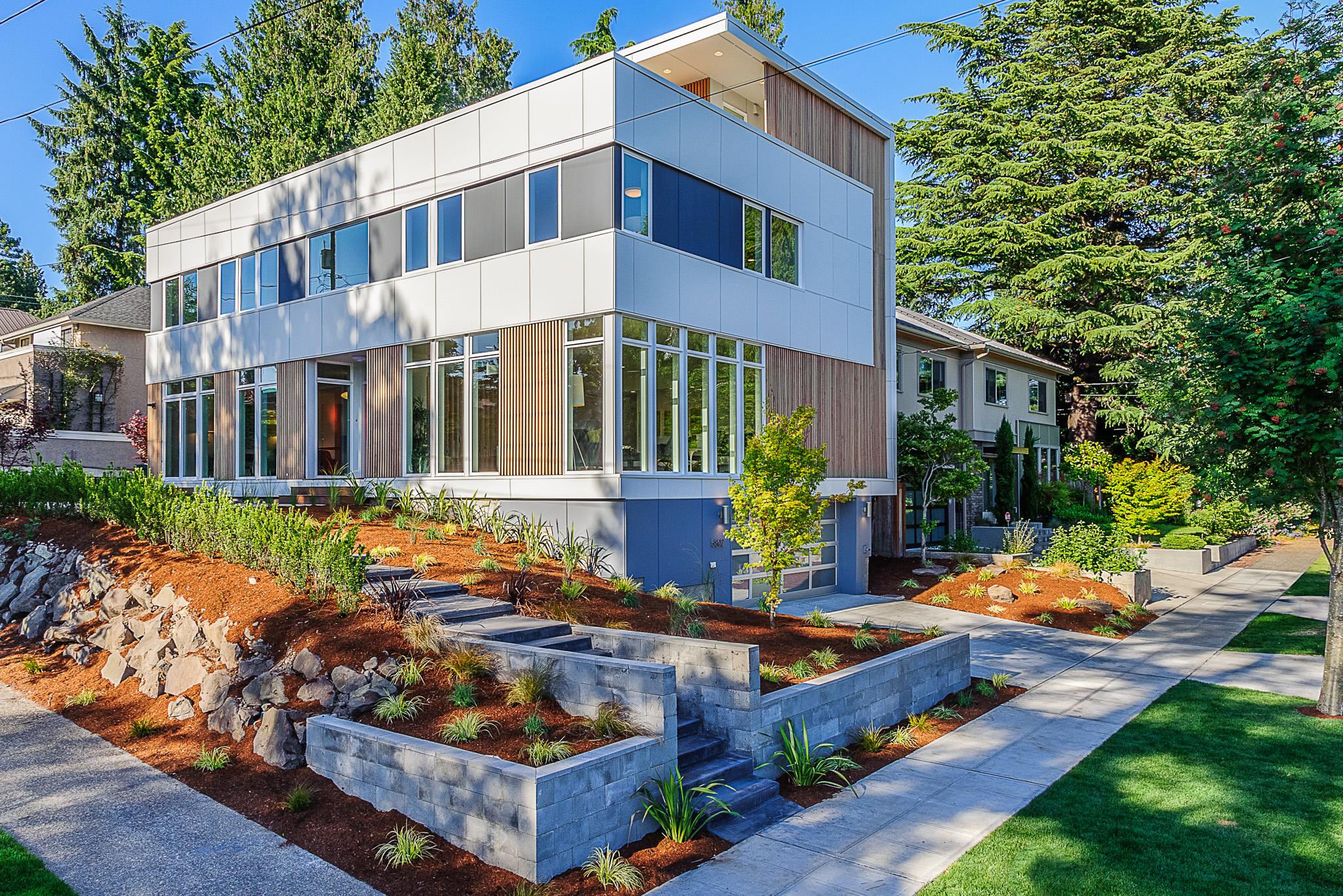 Hawthorne Hills Modern Home Yard and Exterior