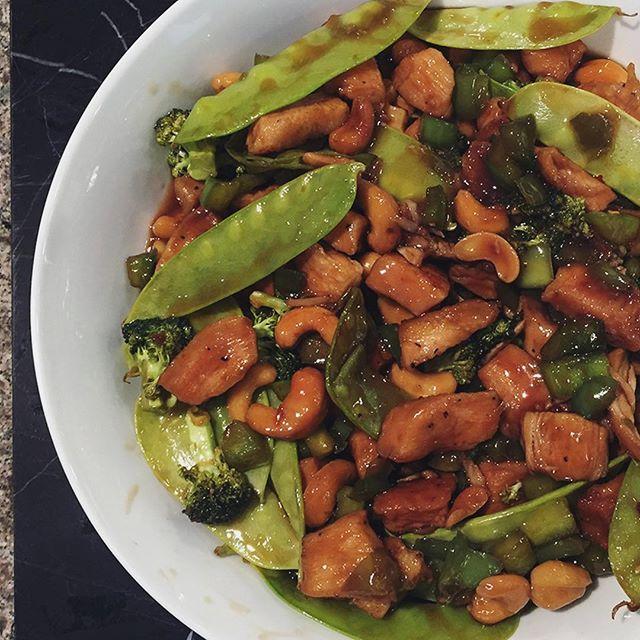 Slow Cooker Cashew Chicken . . . . . #liveauthentic #foodbeast #eeeeeats #eatfamous #feedfeed #dailyfoodfeed #onthetable #lifeandthyme #f52grams #tastingtable #huffposttaste #heresmyfood #buzzfeast #eattheworld #eater #rslove #foodandwine #foodblogfeed #beautifulcuisines #tastemade #dinner #asian #chicken #dinner #tasty #stirfry #slowcooker #cashews #homemade #letsbakestuff