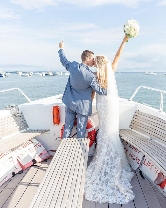 Officially husband & wife! A newlywed spin around the bay in the boat to celebrate, moments after they made it official ✨ Congratulations to Dana & Brandon, capturing your day was a dream!