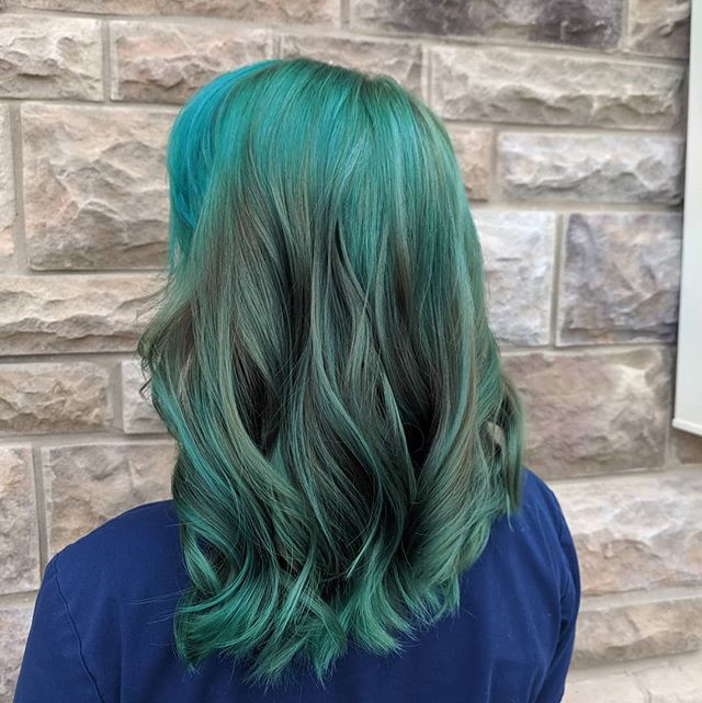 This was a looooong process 🕰️, She went from ♠️black & ♦️red to this enchanting teal💚💙💚 We love the way it turned out! #tealhair #hairgoals #wavesfordays #mermaid #enchanting #shearxings #centralpastylists #centralpa #harrisburghairstylist #mechanicsburgsalon #framesiusa #framesi @framesiusa @framesiofficial #showstopper #bold