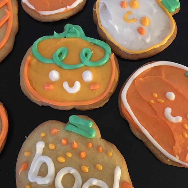 Happy Halloween! I brought in homemade pumpkin cookies to work for our potluck 🎃 Never pass up an opportunity to make cute cookies I always say . . . . . #halloween #halloween2018 #halloweencookies #pumpkins #cookies #homemade #cookiedecorating #baking #bakingcookies #frostingcookies #frosting #happyhalloween #pumpkincookies