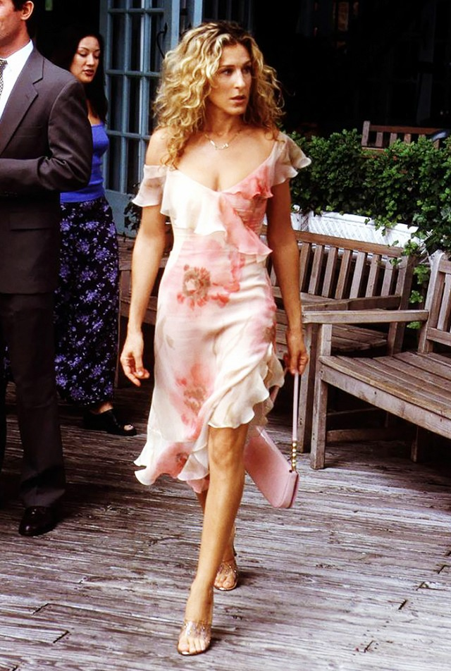 carrie bradshaw dress