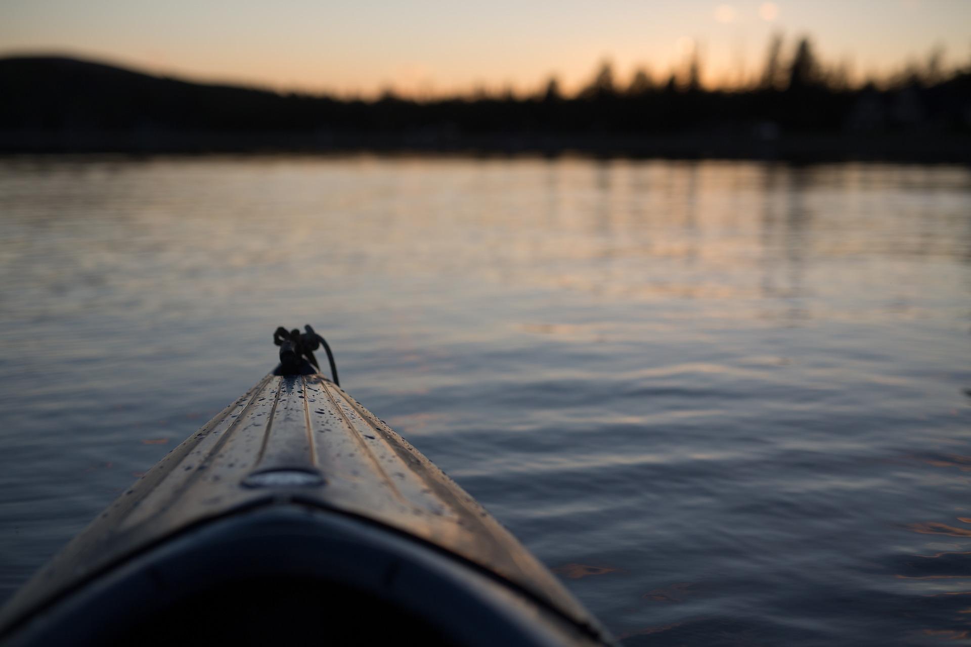 canoe-1149501_1920.jpg