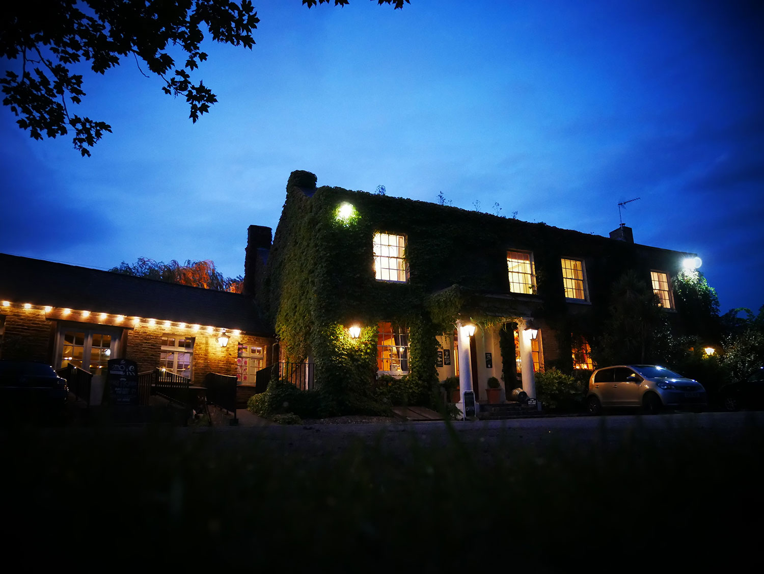 grove-ferry-front-at-night-yummy-pub-co.jpg