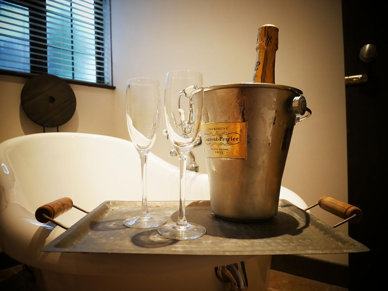 wine-in-room-grove-ferry-yummy-pub-co.jpg